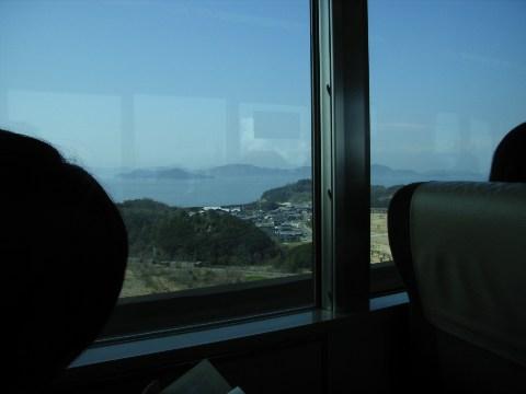 瀬戸大橋を渡る列車より