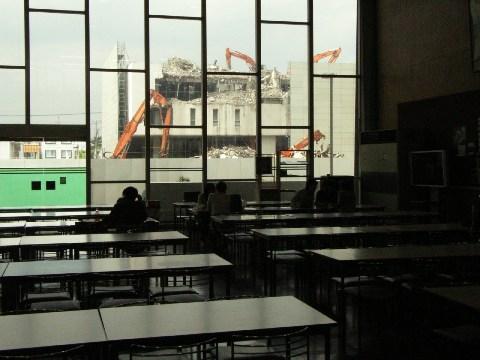 壊されつつある日芸(日本大学芸術学部)の校舎