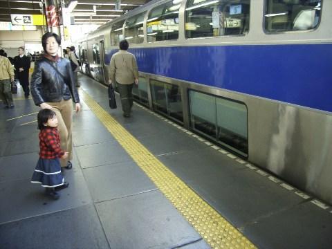 上野駅に停車する常磐線のグリーン車