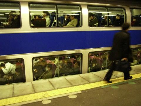 夜のラッシュの常磐線グリーン車