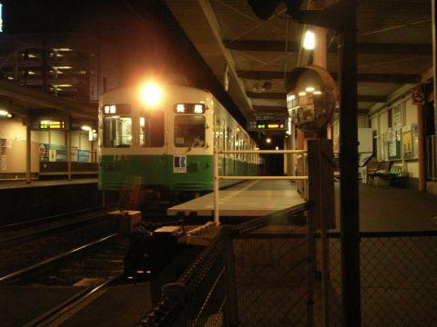 高松琴平電鉄 片原町駅 に停車する長尾行き1200形