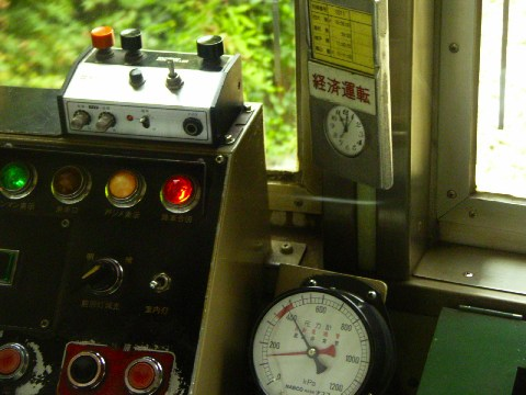 嵐山電車(京福電気鉄道嵐山線モボ101形)の運転台