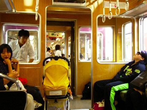 先頭だった車両を改造したと思わしき阪急電鉄の車両。運転室がそのまま