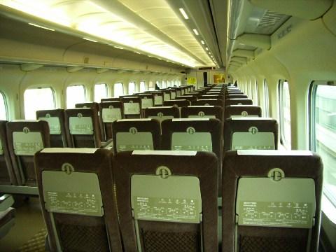平日朝の新幹線「こだま」の自由席