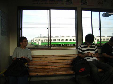 小牛田駅の待合所