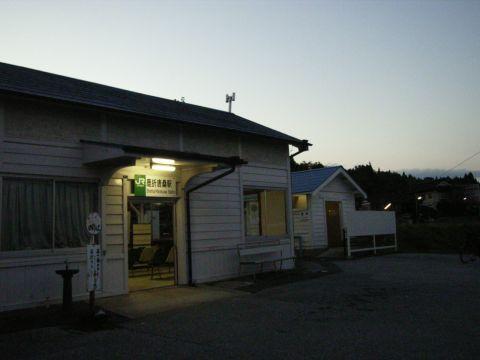 夕暮れの夕暮れの鹿折唐桑駅(大船渡線)