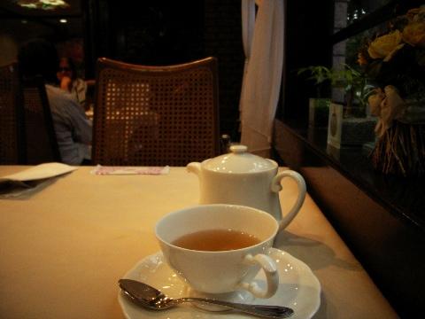 中野通りのパン屋さん「ロイスダール(Loisdal)」の二階のレストランでお茶を