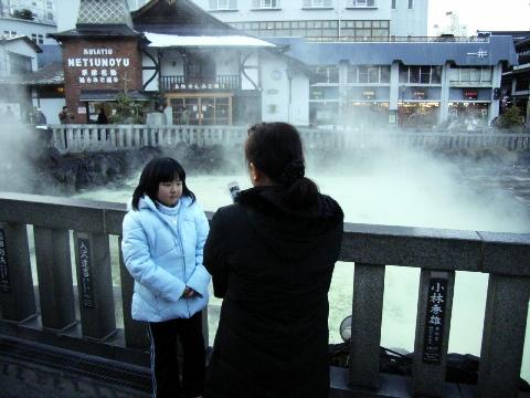 草津温泉の湯畑(ゆばたけ・各旅館に回す前にお湯をこうやって冷ましているらしい)