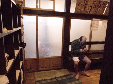 鳴子温泉共同浴場「滝の湯」