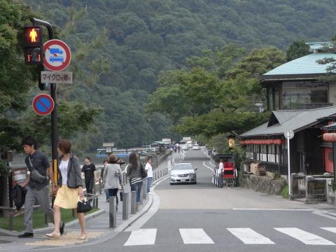 京都嵐山 桂川沿いの道