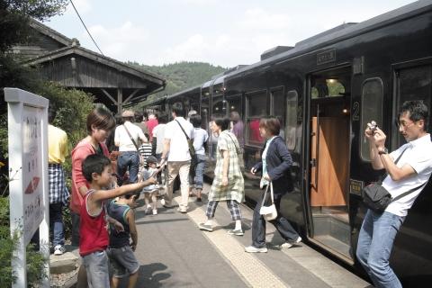 嘉例川駅に停車