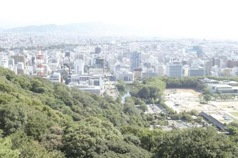 松山城の天守より市街を望む