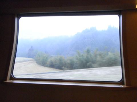 サンライズ出雲の車窓から望む中国山地