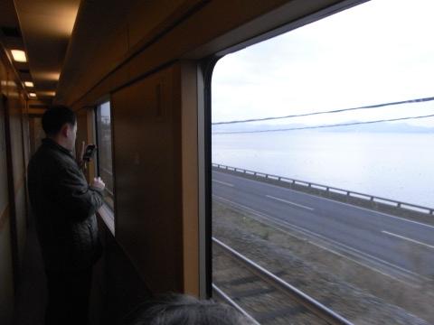 サンライズ出雲の車窓から望む宍道湖