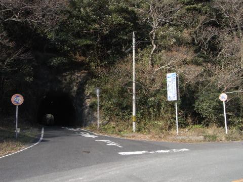 温泉津温泉から沖泊へ抜けるトンネル