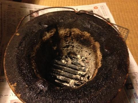 七輪の炭を入れる所の下に空間を作る為の炭の下に敷く台