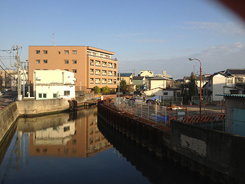 浦安駅から少し歩いた境川
