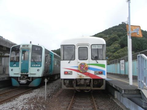 海部で阿佐海岸鉄道の列車ASA-101を待っていた牟岐線徳島行きのキハ1500単行列車