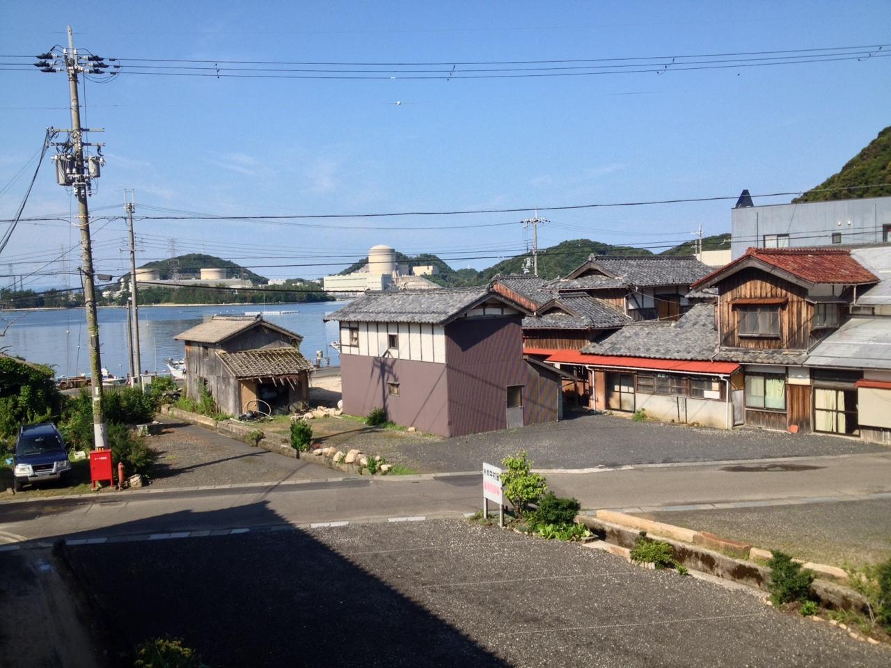 美浜原発を望む漁村 丹生
