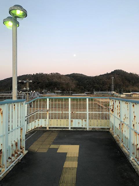 富浦駅の跨線橋から